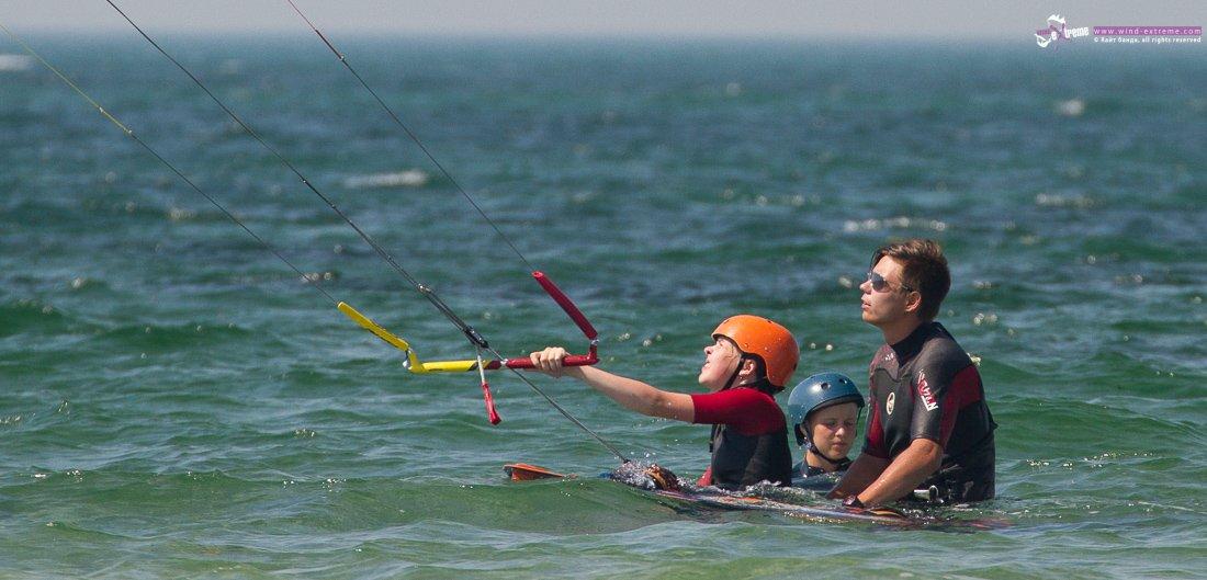 Обучение кайтсерфингу детей и подростков в кайт школах ВиндЭкстрим